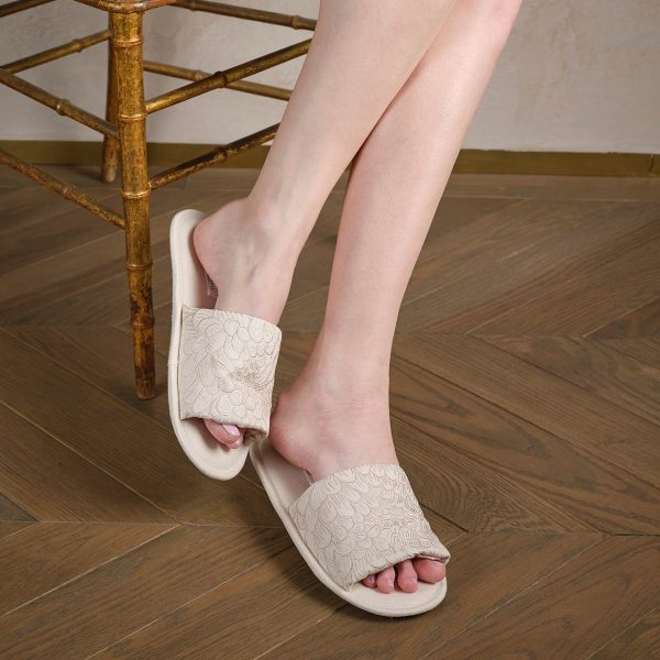 Cream linen slippers