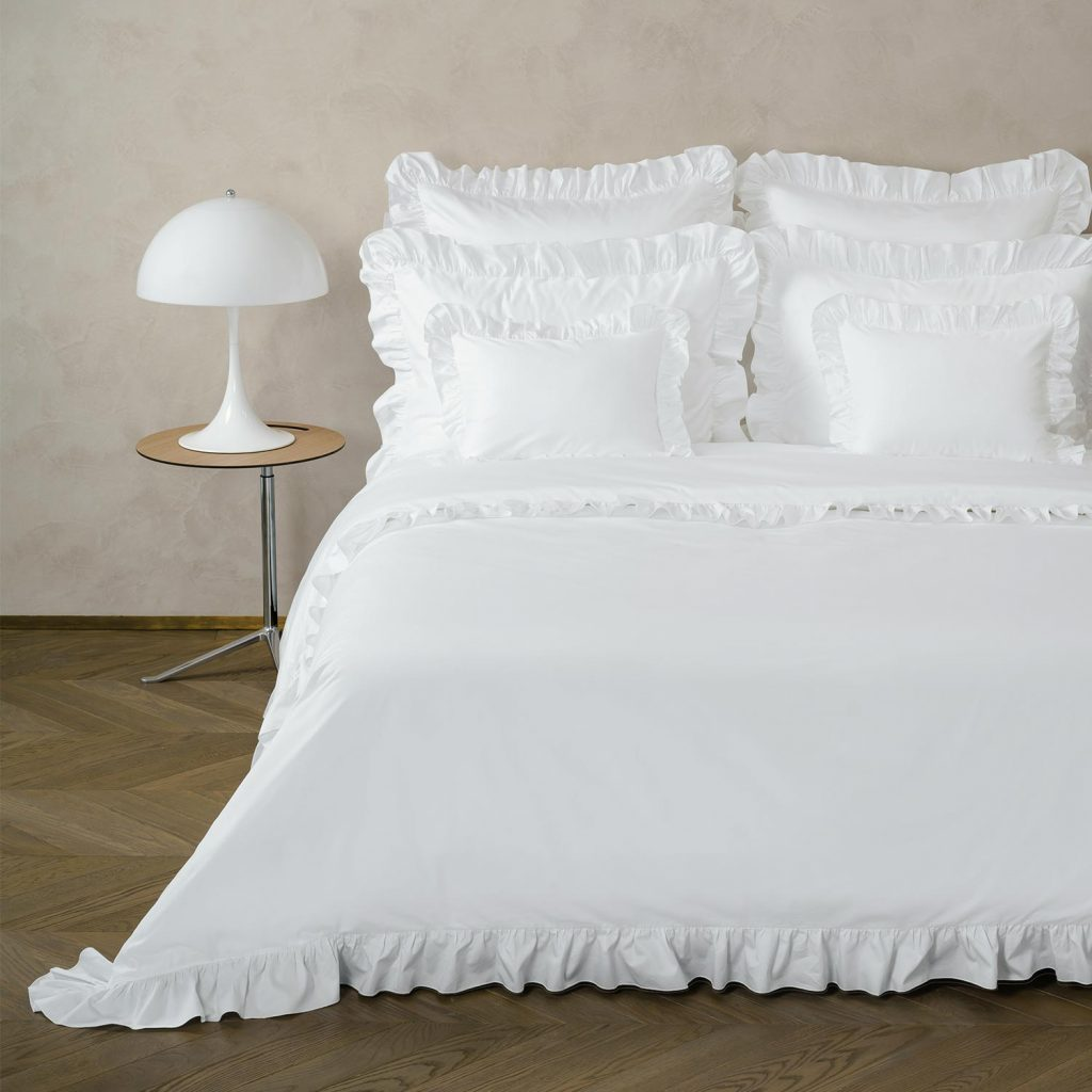 hotel look white bed sheets