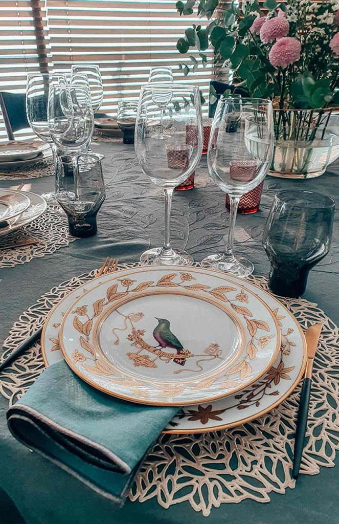 Unify Your Beautiful Table Setting with Matching Colours