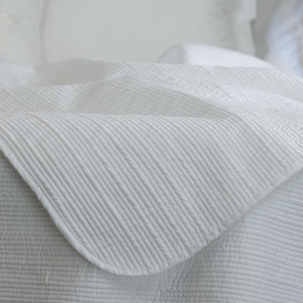 Luna bed cover detail