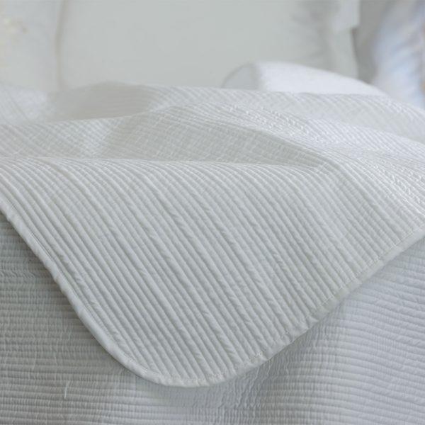 Luna bed cover detail